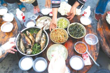 烧鱼拌上野菜,十足就是一桌山珍。
