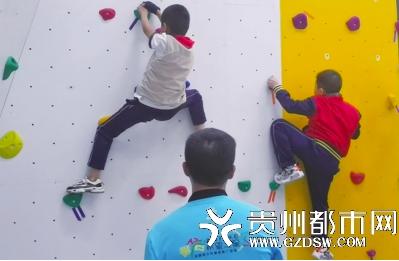 挑战!这个学校的孩子课后玩攀岩