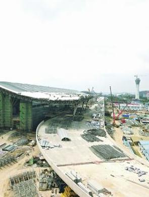 龙洞堡国际机场2000余建设者坚守岗位