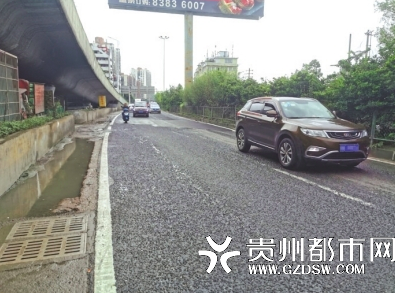 二戈寨三角花园立交桥下 破损路面已修复,出行顺畅了