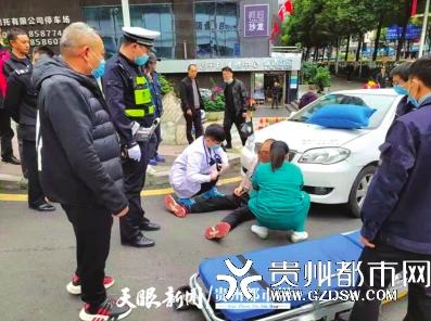 司机驾车突发心脏病幸被交警发现拨打120送医救治