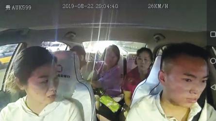 杨帆在抓紧时间开车。 (视频截图)