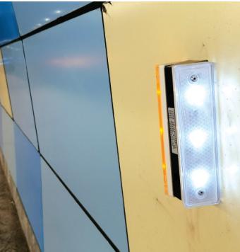 隧道里的自发反光牌