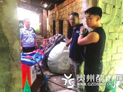 民警将非法经营甲醇的刘某控制