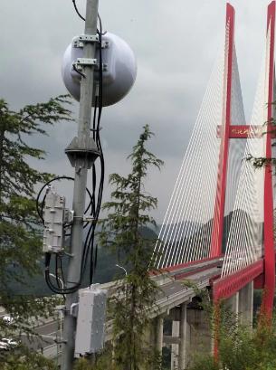 贵州移动在鸭池河大桥成功试点天线新技术图片