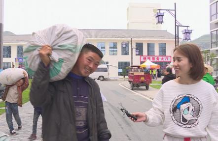 几个年轻人用镜头讲述易地扶贫搬迁户的故事