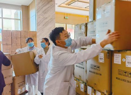 省医遵义应急医疗队迅速建立物资临时储备库