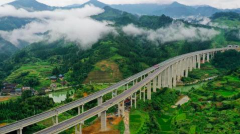 剑榕高速公路平比大桥。李长华 摄