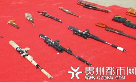 警方收缴的枪支。
