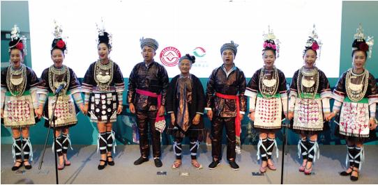 侗族大歌国家级非遗代表性传承人潘萨银花奶奶,带着她的徒弟们演唱侗族大歌的经典作品《蝉之歌》。