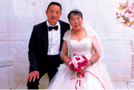 幸福婚纱照。