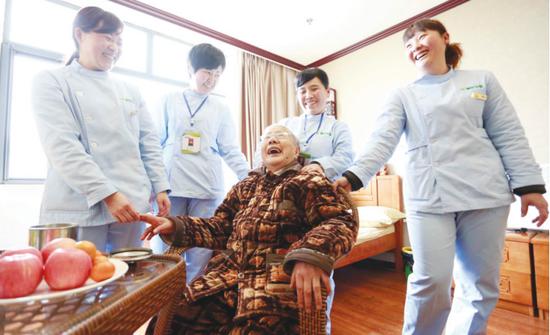 养老院中其乐融融