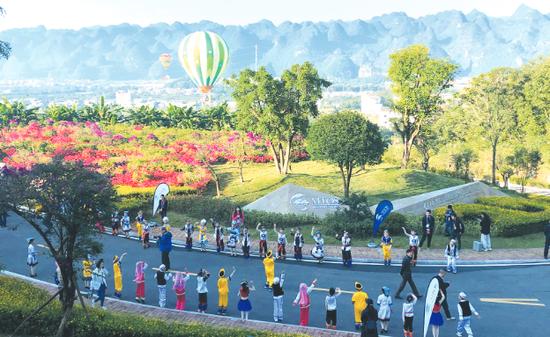 10月30日,2019国际山地旅游暨户外运动大会在兴义开幕。