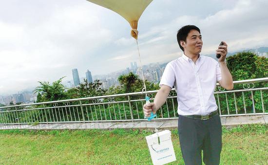 确认好时间闵昌红就会撒放气球