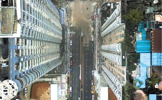 鸟瞰人民大道下合群路段。