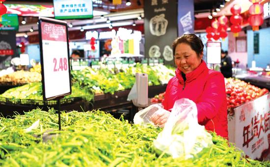 市民购买蔬菜价格便宜
