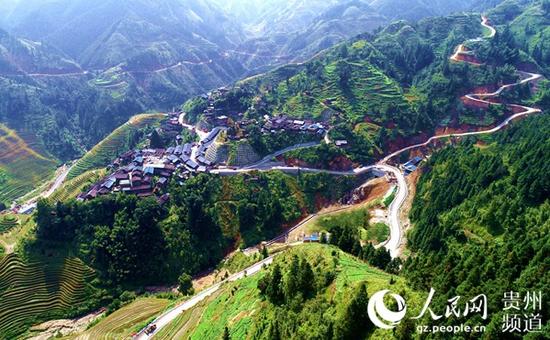 四通八达的通村通组公路有力地助推了从江县加勉乡脱贫攻坚。