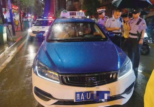 酒后情绪失控 的哥侮辱110接警员被拘15日
