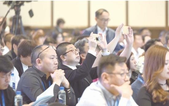 拍下精彩瞬间。 贵州日报当代融媒体记者 谢佳杰 摄
