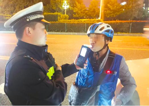 贵阳交警设卡查缉 6名酒驾司机落网
