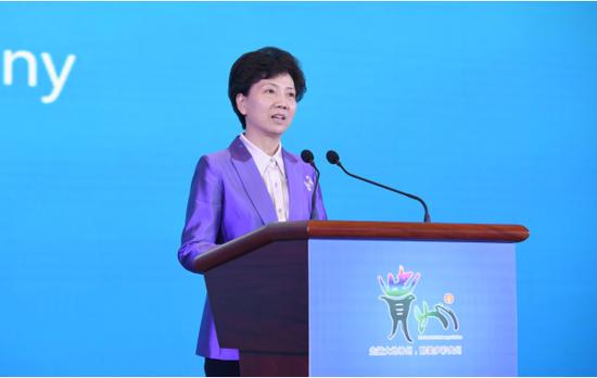 贵州省委副书记、省长谌贻琴在开幕式上致辞(贵州日报记者 邓刚摄)
