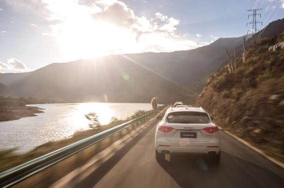 玛莎拉蒂SUV Levante在雅鲁藏布江
