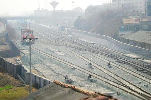 安六铁路岱港村特大桥架梁作业完成