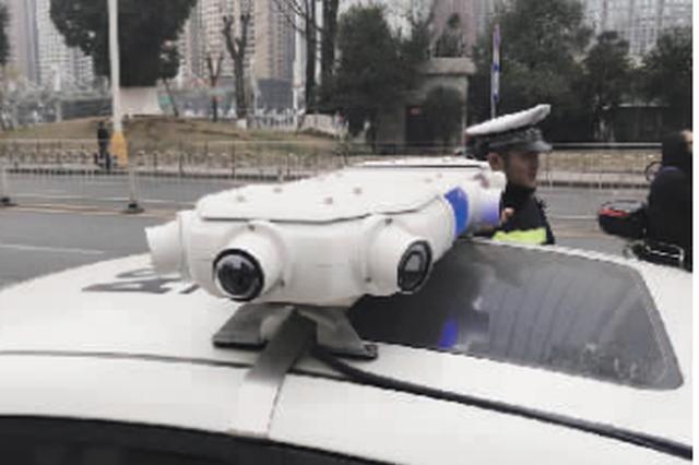 贵阳市治理道路车辆违停——  移动抓拍警车今日上岗