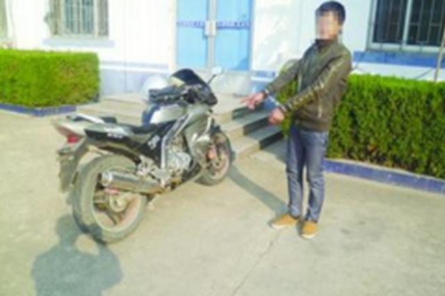 贵阳:蟊贼盗窃电瓶车 遭民警摄录全过程