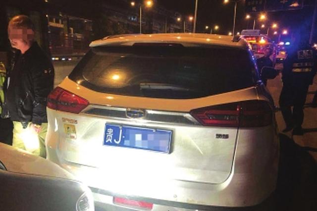 贵阳:酒驾司机想溜市民驾车拦截 交警提醒:注意安全