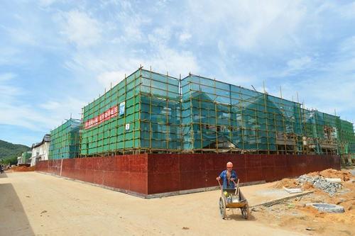 万宁综合大市场部分建筑明年元旦前主体封顶