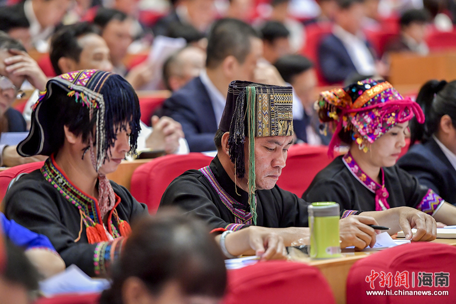 海南省六届人大一次会议开幕 沈晓明作政府工作报告