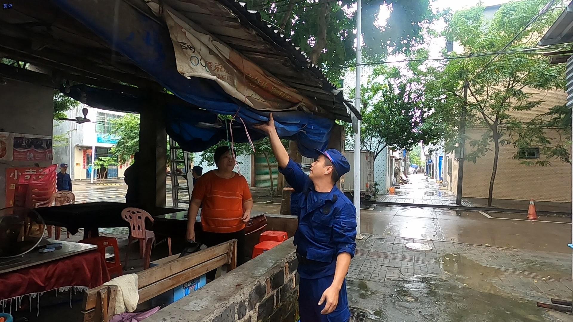 """琼海市社区微型消防站积极指导居民安全防范台风""""浪卡"""""""