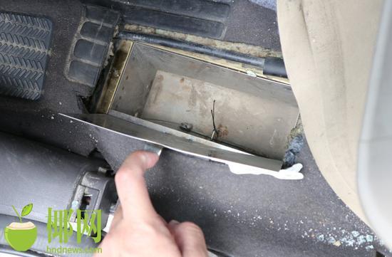 越野车驾驶室内改装暗箱