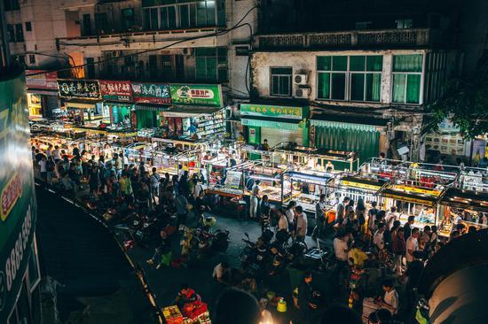 夜游夜玩夜购 三亚发布鼓励发展夜间经济行动方案