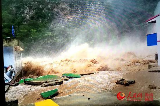 南尧河水电站遭遇洪水的情景 水电站供图