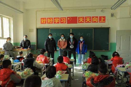三亚大小洞天景区第19批新疆支教志愿者抵达塔县