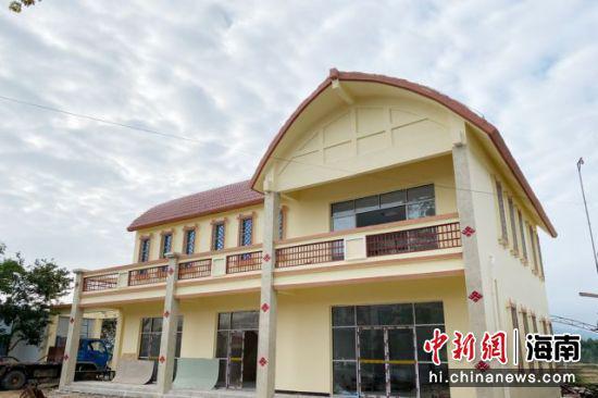 西方村新修建的党群活动中心。凌楠 摄