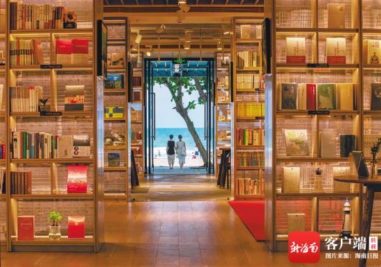 游客打卡石梅湾凤凰九里书屋。杨师忠 摄