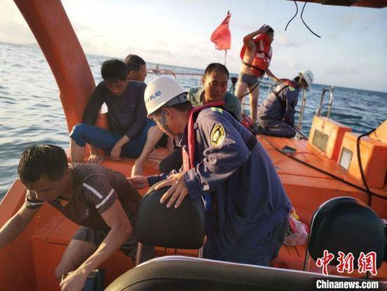 渔船误入海上机场作业区触礁 三亚救助基地解救4人