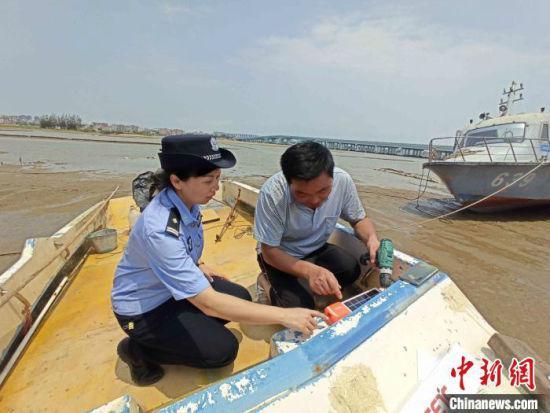"""海南唯一女船管民警蒋薇莎:从文工团到岸线新""""舞台&quo"""