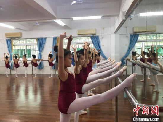 舞蹈课程受到学生喜爱。 学校供图