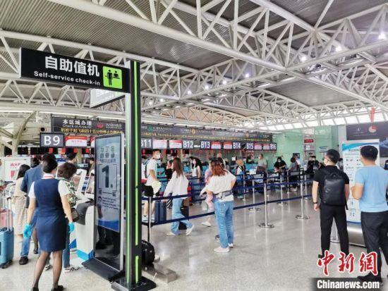 """台风""""圆规""""影响减弱 海南进出港航班逐步恢复"""