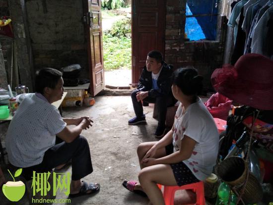 李寒丁两次在琼海驻村 用青春和责任帮贫困村民脱贫