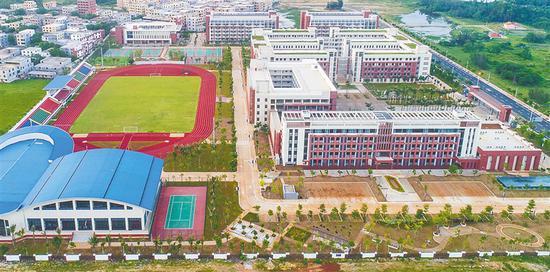 北师大海口附属学校一期项目。本报记者 张茂 摄