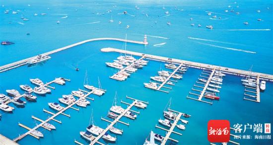 大量游艇停泊在三亚游艇码头。 海南日报记者 封烁 摄