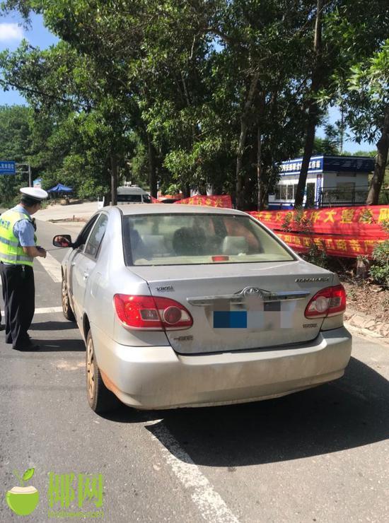 儋州交警一天查获逾期未年检车8辆 司机被罚200扣3分