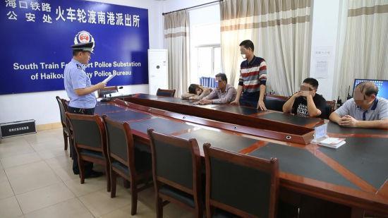 非法运输34吨危险物质欲过海,海口南港派出所拘6人。警方供图
