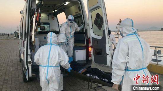 两名外籍船员海上作业受伤 海南多部门联合施援
