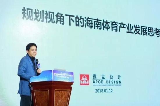 雅克设计有限公司创始人、董事长侯百镇